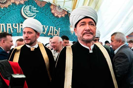 Муфтият шейха Равиля Гайнутдина (на фото с Дамиром Мухетдиновым (слева) заявил свои права на самое активное участие в подготовке празднования громкой даты для мусульманского мира России – 1100-летие принятия ислама Волжской Булгарией