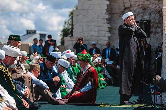 «В какой-то мере ДУМ Татарстана является фактором притяжения многих духовных управлений, потому что в отношении того же Камиля хазрата, как и муфтията в целом, практически ни у кого никаких претензий нет»