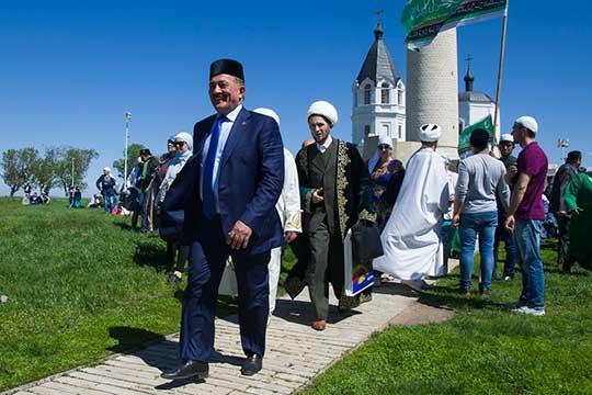 Камиль Исхаков сообщил, что «закипела работа» в части строительства Соборной мечети в Казани. Однако шансов, что она будет построена к 21 мая 2022 года, практически нет