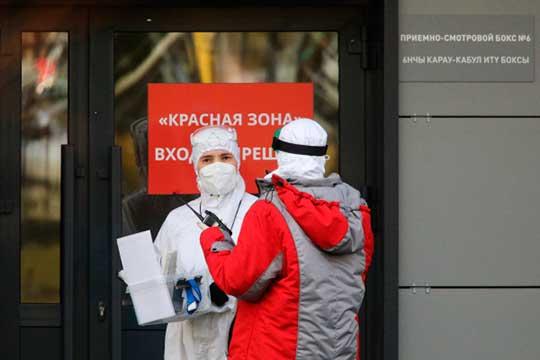 Россия продолжает обновлять ковид-рекорды. Суточный прирост новых заболевших коронавирусом составил 24822 случая. Это максимальное число сначала пандемии