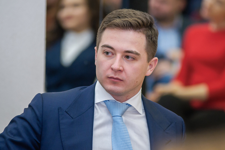 Впятницу Темиргалиев покинул кресло вГарантийном фонде, всубботу переехал вМоскву испонедельника начинает работу нановом месте