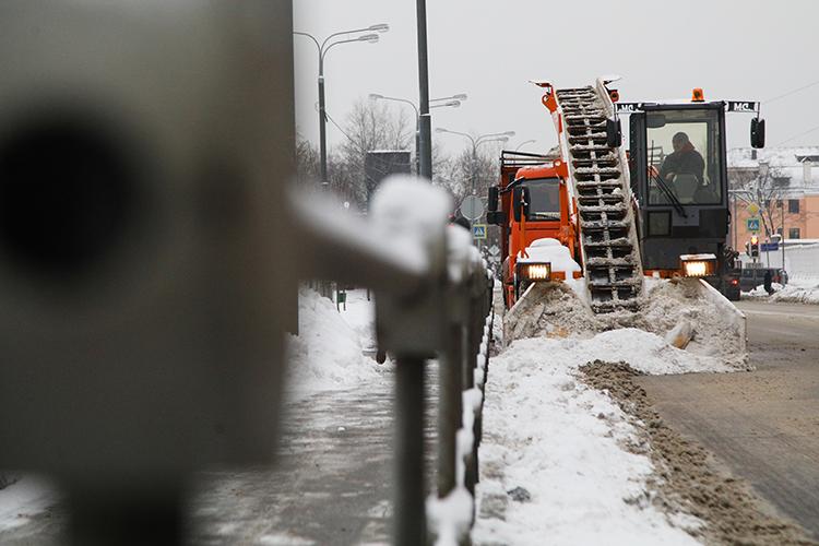 Запрошедшие сутки сулиц города уже вывезли 15 тонн снега, наобработку дорог использовали почти 1,5тыс. тонн противогололедных материалов