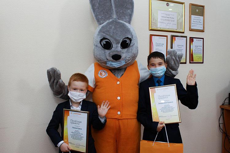 12-летнийКамиль АглямзяновизКукмора, получивший второе место вноминации «Лучшая поделка», признался, что все свои работы онделает сам, аучаствует вконкурсе онуже третийгод