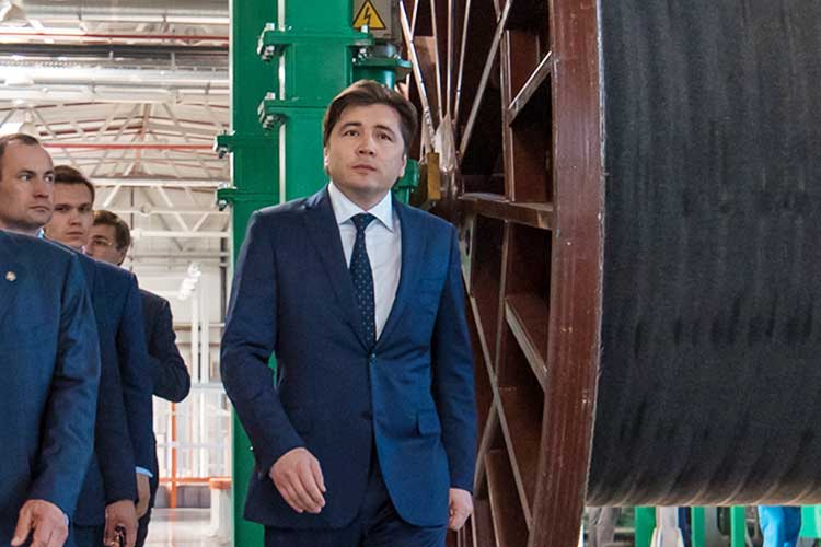 Главные активы электротехнического холдинга «Инвэнт», принадлежавшегоЭльбеку Сафаеву(на фото) ихолдингу «Интер РАО», практически синхронно воктябре–ноябре вышли набанкротные торги