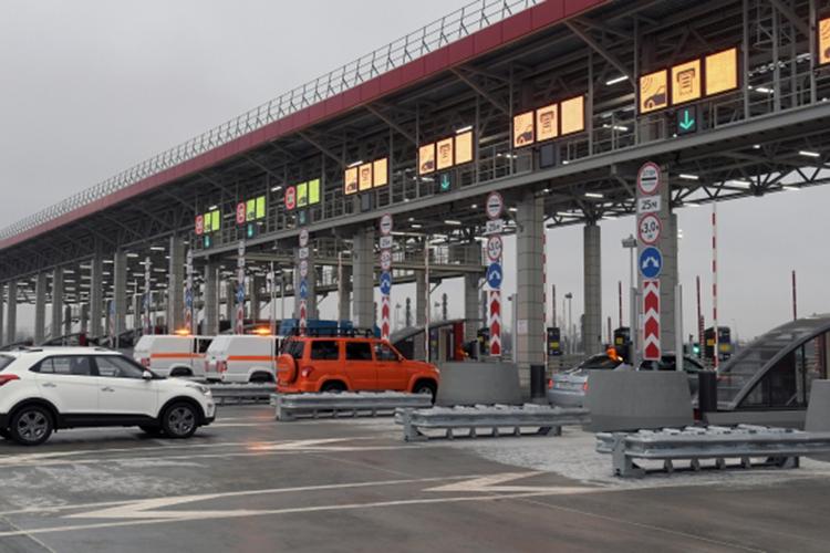 Глава минстроя РФ Ирек Файзуллин посоветовал показать людям действующую платную трассу М11 «Москва-Санкт-Петербург». — Проектная нагрузка на нее многократно выше, чем будет на М12. Готовим выезд»