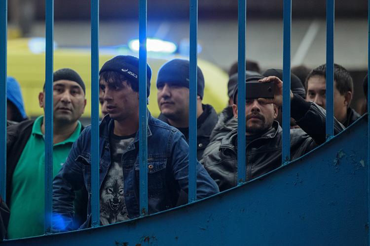 Главная задача при работе с мигранатами, по словам Зариповой — удержать их в легальной зоне