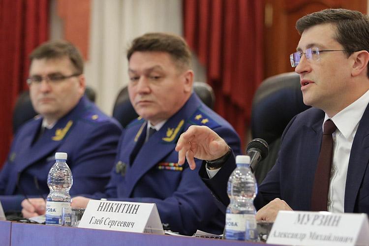 В ближайшее время прокурор Нижегородской области, уроженец Татарстана Вадим Антипов (в центре) оставит службу. В этом году ему исполнилось 50 лет