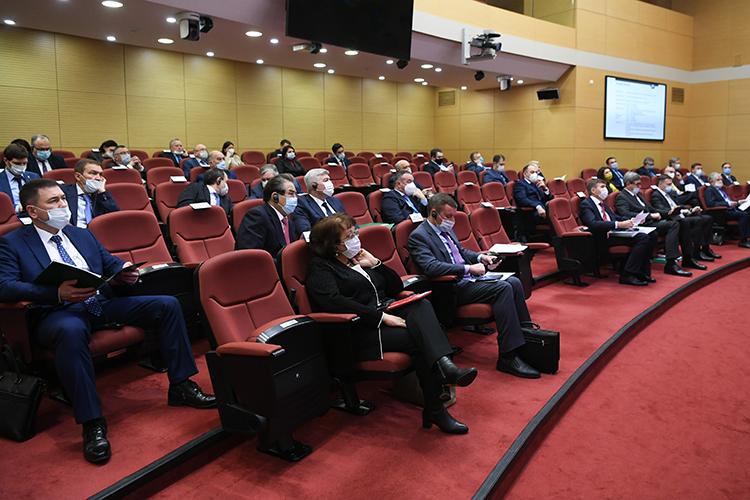 Еще одним докладчиком стал Казаков, который презентовал программу научно-образовательного консорциума в области промышленной безопасности и экологии