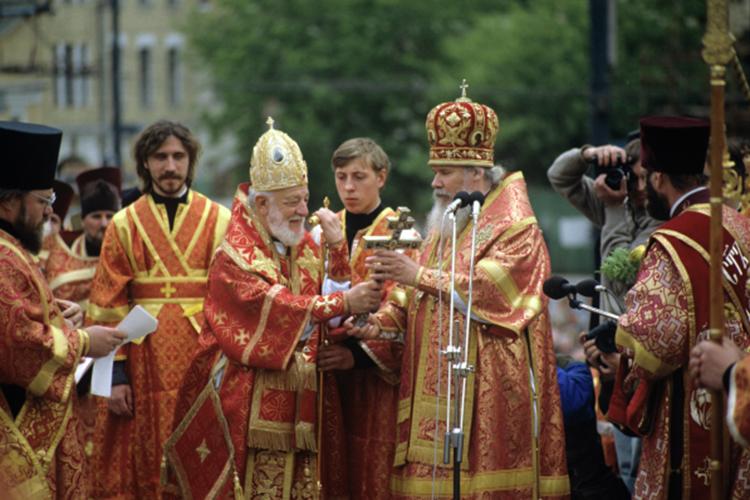 «С Патриархом Парфением (слева центре) у меня сложились очень добрые отношения, несмотря на нашу разницу в возрасте: ему было уже 70 лет, мне — 42 года. Для меня это была отличная школа»