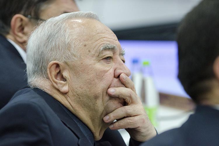 Глава КМИЗа Нур Шакиров считает, что очень грубо, навскидку себестоимость ПЦР-тестирования — 500 рублей, все остальное — наценки клиник
