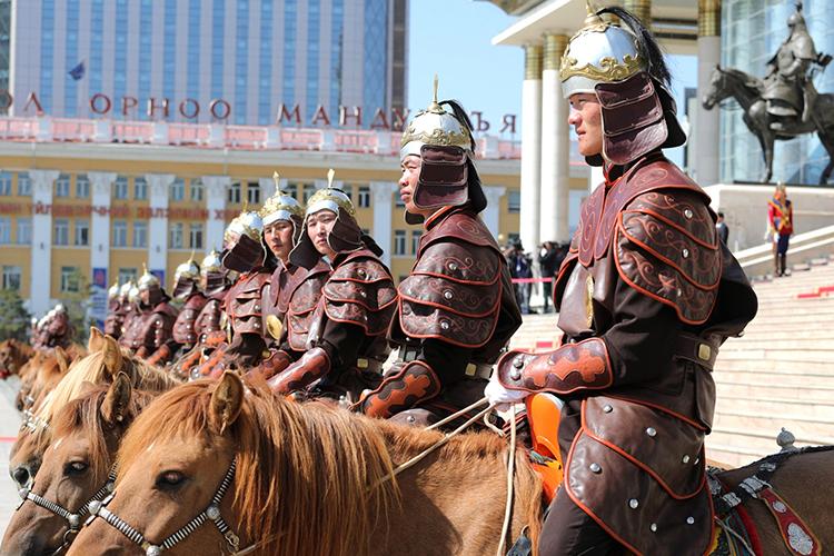 «Чингизхан там и основа идентичности, и государственности, и памятники ему огромные ставят. Как мне рассказывали монгольские коллеги, с начала 90-х годов «новые монголы» начали составлять себе родословные»