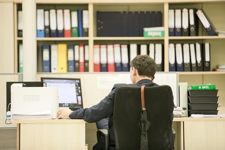 Инженерно-техническому иадминистративному персоналу работу найти сложнее— вихуслугах работодатели нуждаются вменьшей степени