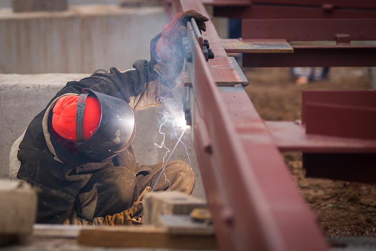 Втопепрофессий осени израбочего персонала оказались комплектовщики, слесари, разнорабочие, грузчики, наладчики, механики исварщики