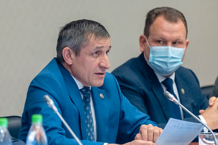 Ильдус Зарипов рассказал, что подрядчики идут на контакт, у них есть служба безопасности, инструкции, а если нужно, появится второй участковый