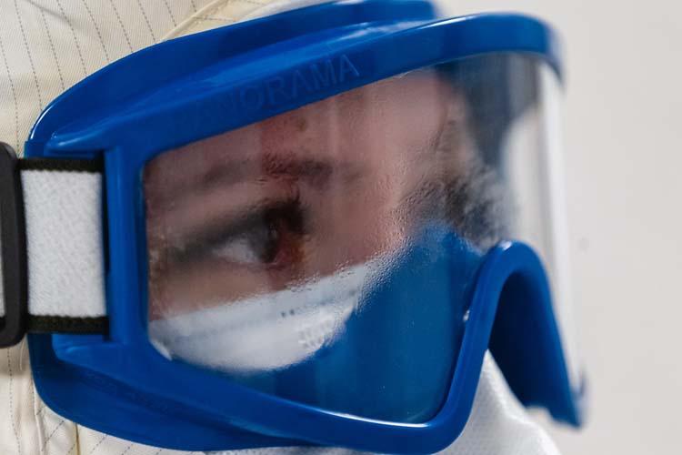 Самое страшное— недостаточно хорошо натер пеной для бритья очки, они запотевают, иневидно практически ничего