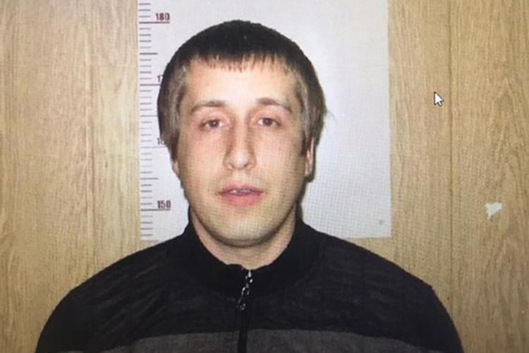 Как сообщают источники «БИЗНЕС Online», предполагаемым душителем, поверсии следствия, оказался житель КазаниРадик Тагиров, которому 38 лет. «Онуже дает признательные показания»