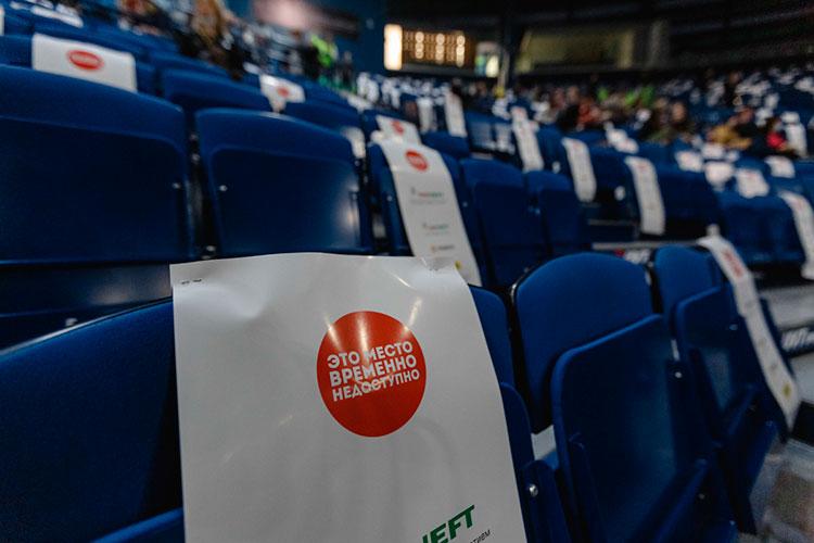 Согласно главному «антиковидному» постановлению кабмина №208 от 19 марта, организаторы мероприятий по-прежнему имеют право заполнять залы на 70%