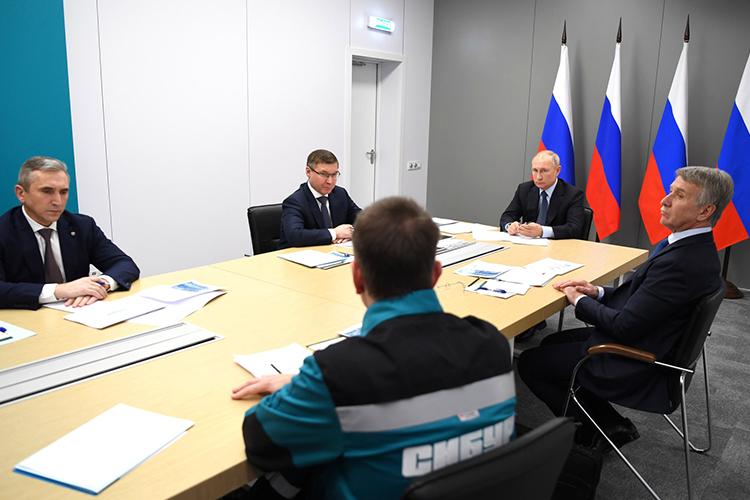 Владимир Путин: «Новый комплекс будет играть существенную роль взамещении импорта полиэтиленов иполипропиленов, позволит повысить глубину переработки сырья»