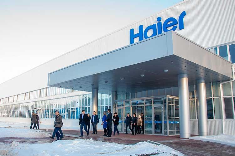 Поверсии СКР иУБЭП,Хакимов будучи шефом челнинского отделаРостехнадзора якобы заставил субподрядчика завода Haier заключить контракт саффилированной экспертной организацией. Аиначе недавал разрешения назапуск производства