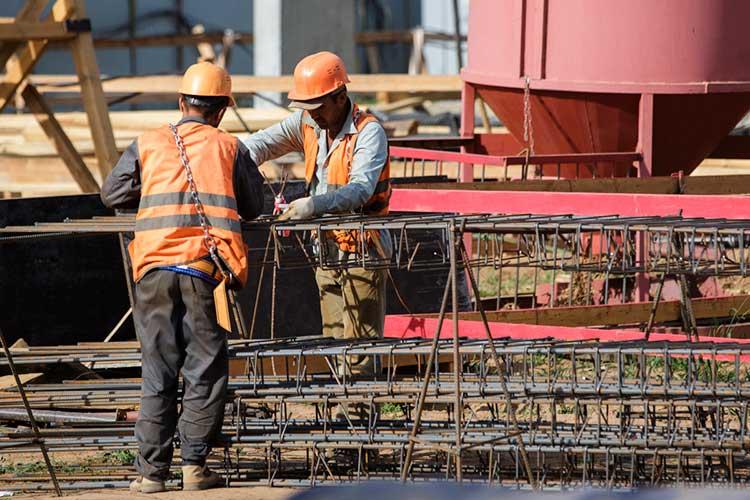 «И трудовые ресурсы: к концу года у нас строителей не осталось на стройке. 1,5 миллиона мигрантов «вымылись», въехать в страну не могут»