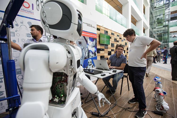 Вице-премьерРоман Шайхутдиновобъяснял, что напроизводственно-офисных площадях разместятся сборочные производства, там будут заниматься, например робототехникой ипрототипированием