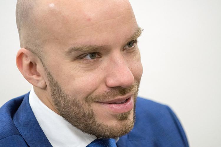 Сабиров выступает на конференциях компании вместе с основателем Кириллом Дорониным. Там Сабиров представляется как трейдер с 11-летним стажем