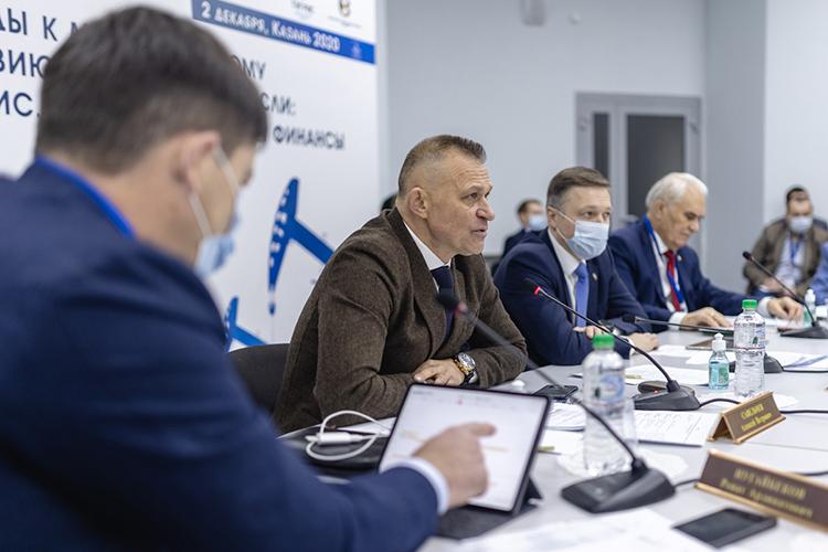 Модератор встречи замминистра промышленности иторговли РТАлексейСавельчевзаметил, что банкротство российского нефтесервиса вслучае ухудшения ситуации может привести кзахвату рынка иностранными нефтесервисными компаниями