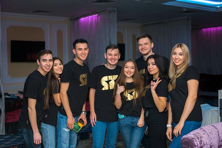 Все финалисты были приглашены накануне анонсирующую гала-концерт пресс-конференцию, которая состоялась в «Корстоне»