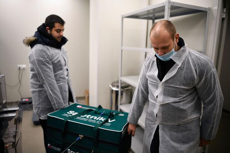 «Наши медицинские учреждения уже готовы для того, чтобы принять вакцину, на следующей неделе мы ожидаем первую партию, это порядка 3,7 тыс. доз вакцины «Спутник V» — заявила сегодня Лилия Галимова