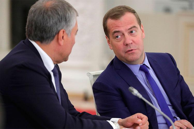 «Кириенко и Патрушев нашли общий язык; на этом фоне амбиции Медведева и Володина не кажутся уже актуальными», — поясняет «Незыгарь»