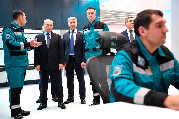 1 декабря состоялось действительно важное совещание в Тобольске в связи с выходом на полную мощность предприятия «ЗапСибНефтеХим» — его запустил прибывший с рабочим визитом президент России