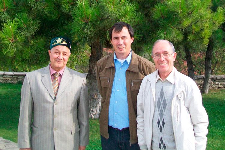 Анкара, октябрь 2011. Фаяз Хузин (первый справа) и А. Ситдиковым (в центре)
