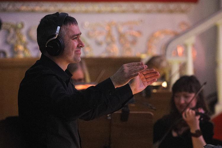 Местные вокальные силы вполне себя показали, как и уверенно работающий оркестр во главе с дирижером Станиславом Курбатским