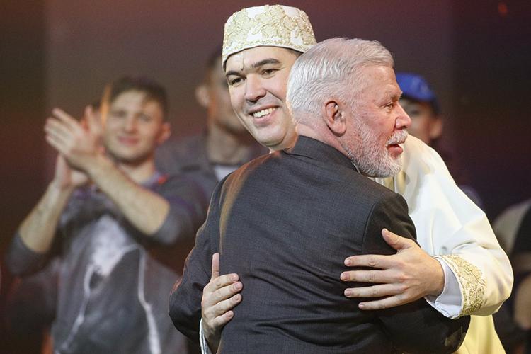 По последней информации директор казанской оперы все-таки обещает, что «Алтын Казан» окажется в репертуаре. Правда, это означает наверняка лишь пару показов за сезон