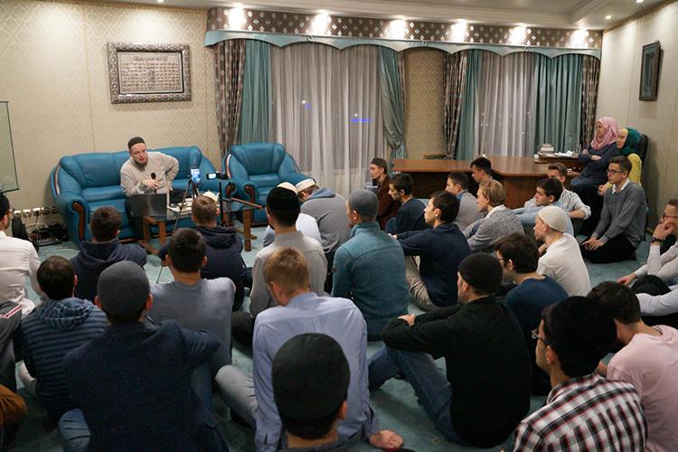 «ДУМ РТ проводит мусульманские молодежные форумы, накоторых парням и девушкам прививается интерес именно котечественному богословскому наследию»
