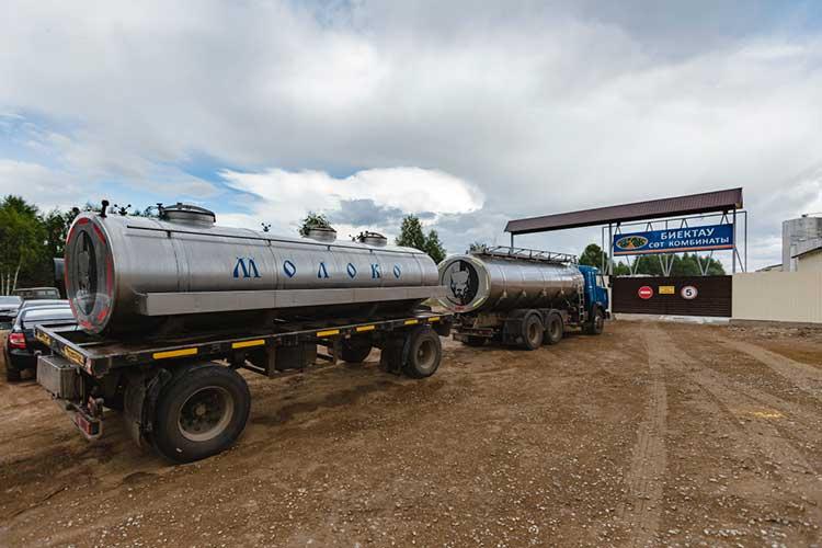 Татарстан по-прежнему держит пальму первенства встране попроизводству молока— 3,6млн тонн всутки, что на6% больше, чем год назад. Иэто, нужно отметить,нафоне снижения численности коров вреспублике