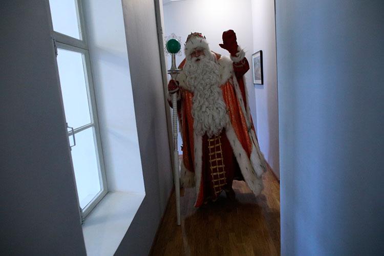 Количество заказов на выезд Деда Мороза и Снегурочки сократилось в этом году на 10%, хотя желающих подзаработать в новогодние праздники аниматоров стало больше