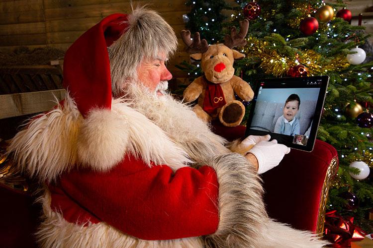 Новогодние персонажи осваивают онлайн, удаленку и дистант. Уже 7% опрошенных россиян выбрали именно этот способ поздравления