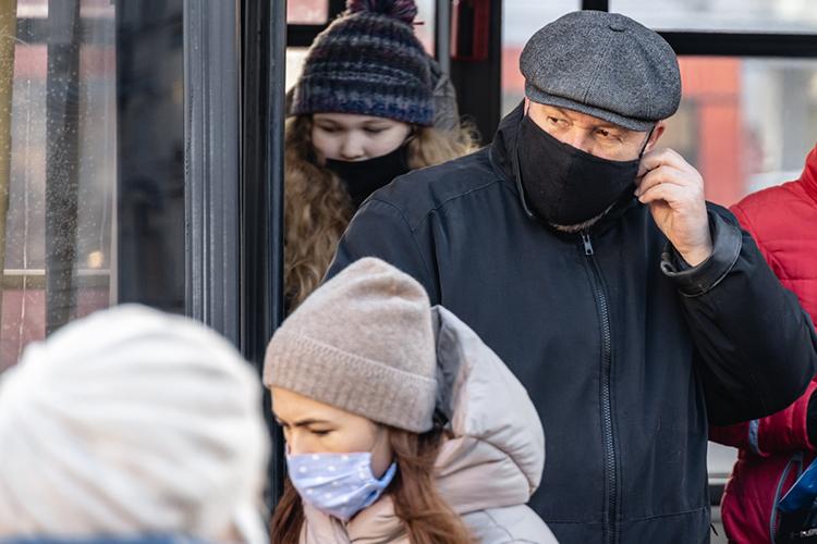 «ВТатарстане масочный режим соблюдают явно лучше, чем вдругих регионах. Согласна, что некоторые опускают маску наподбородок. Таких лиц достаточно. Количество протоколов награждан составило 4,5 тысячи только запоследнюю неделю»