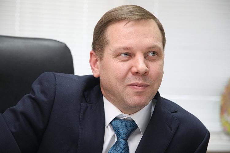 Максим Салаев:«Где-то года задва докрушения «Татфондбанка» меня пригласили вМоскву. Нотам несложилось, получилось несовсем то, что обещали, иявернулся вКазань. И, так как занимался продажей обуви, торешил сам заняться ею»