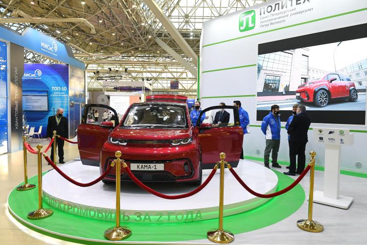 Сегодня в Москве представили электромобиль «Кама-1», разработанный ПАО «КАМАЗ» иСанкт-Петербургским политехническим университетом