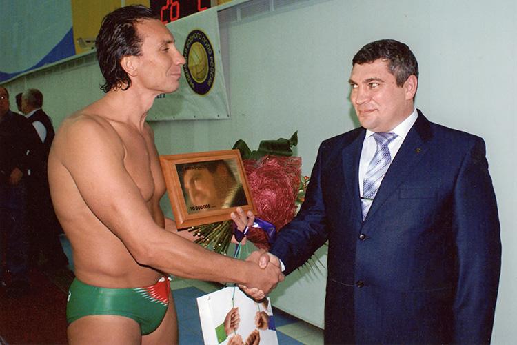 Впереломное для страны время Зиннуров играл вСевастополе заспортивный клуб Черноморского флота, из-за чего даже несколько лет был гражданином Украины. Этот опыт тоже может пригодиться Зиннурову нановом месте
