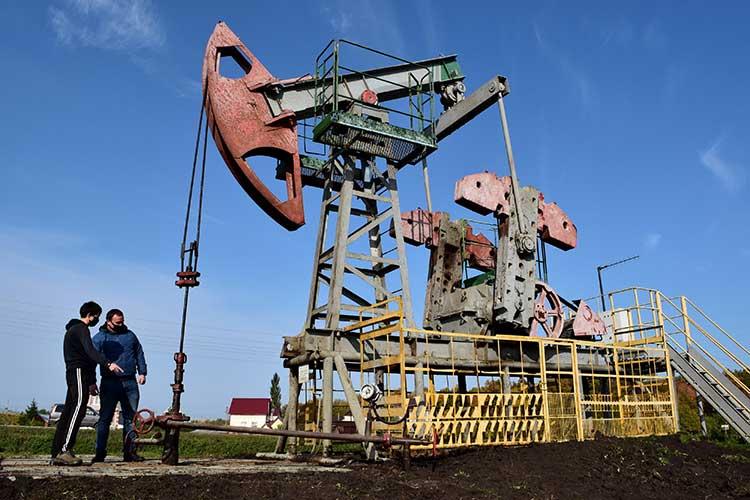 Накануне вечером котировки нефти марки Brent впервые смарта этого года поднялись выше 50 долларов забаррель ипродолжили рост сегодня— до$50,6