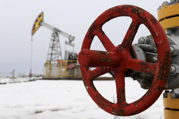 Нарост цены нанефть повлияли два фактора: сделка ОПЕК+ иначинающаяся вмире вакцинация откоронавируса. Правда, если первое событие уже «отыграно» нарынке, товторое еще вселяет оптимизм