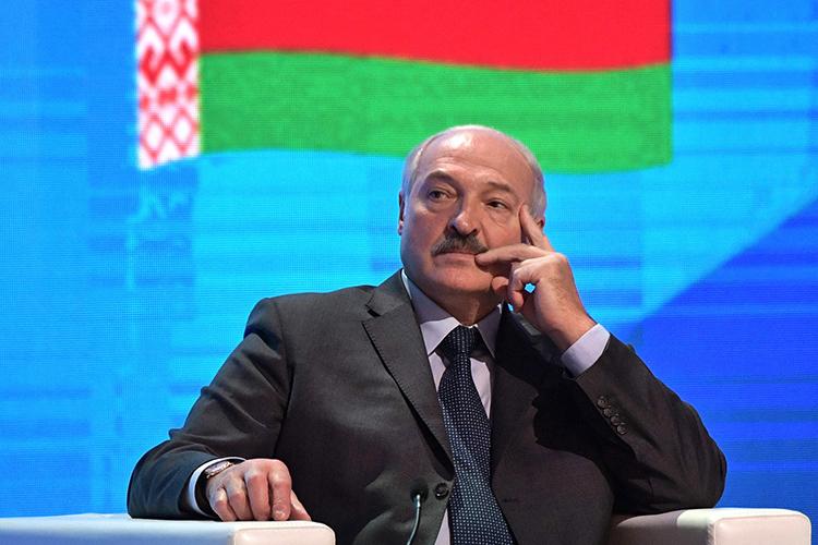 «Решено отказаться отпрямых выборов президента иреферендумов.Народу оставят право избирать только депутатов парламента, который сделают однопалатным.Формально Лукашенко выполнит данное Президенту обещание ипокинет пост президента»