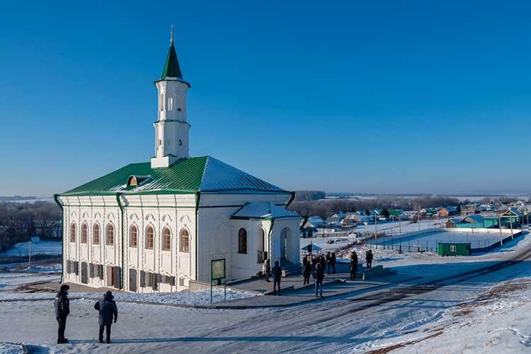 Сегодня вселе нижняя Береске Атнинского района открывалистарейшую каменную мечеть Татарстана.Затраты нареконструкцию оценивают в52млн рублей, при этом большая часть средств представляют собой пожертвования