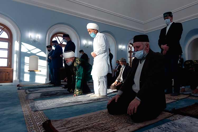 Конечно, всех желающих мечеть вместить немогла