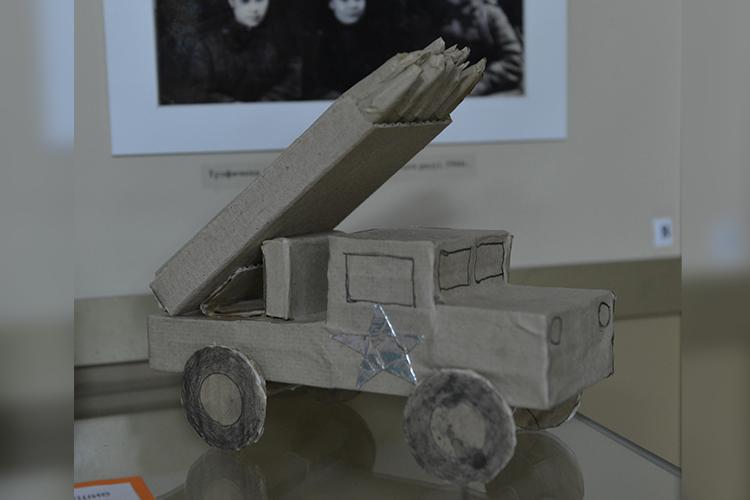 Макет гвардейского миномета. Фото из Альметьевского музея