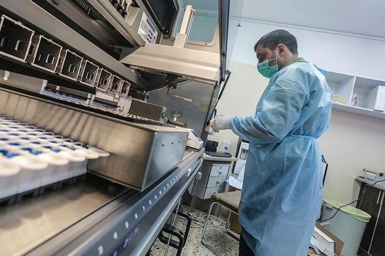 «Что касается коронавируса, намой взгляд, трудно сказать, являетсяли пандемия рукотворной илинет. Немогу высказать однозначной точки зрения»