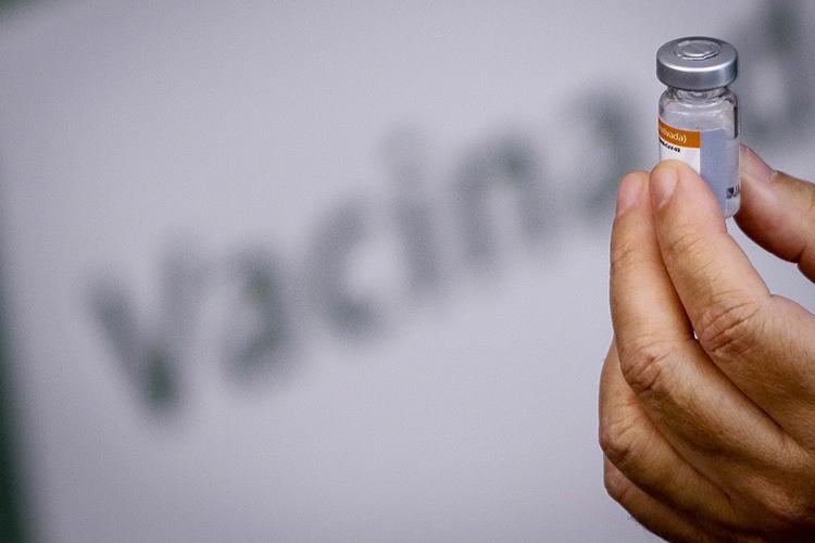 «Совершенно очевидно, что вакцина пока неработает— нинаша, низарубежная.Возможно, накакие-то симптомы коронавируса она оказывает воздействие, нокак надежное противоядие неработает»